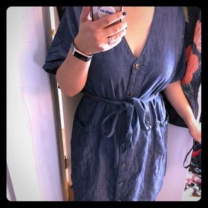 Caslon Chambray tie-waisted button dress Large